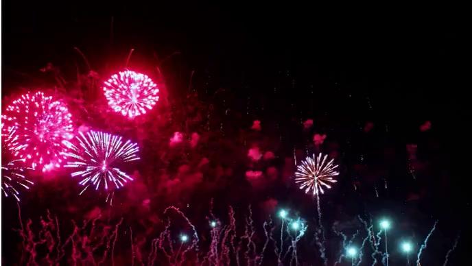 Beautiful fireworks celebration rocket launch YouTube-Miniaturansicht template