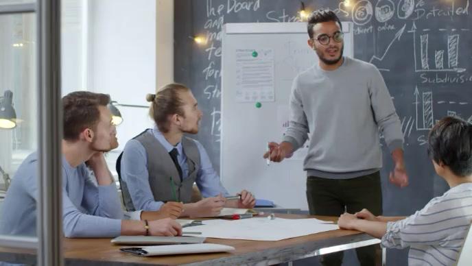 Entrepreneur discussing business plan video Gambar Mini YouTube template