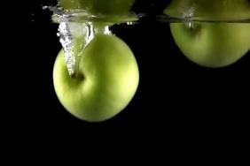 green apple falling on water Plakkaat template