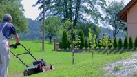 Man cutting grass in field lawn service video YouTube-Miniaturansicht template