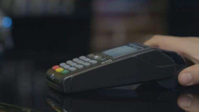 man swiping card in pos atm machine Miniatura na YouTube template