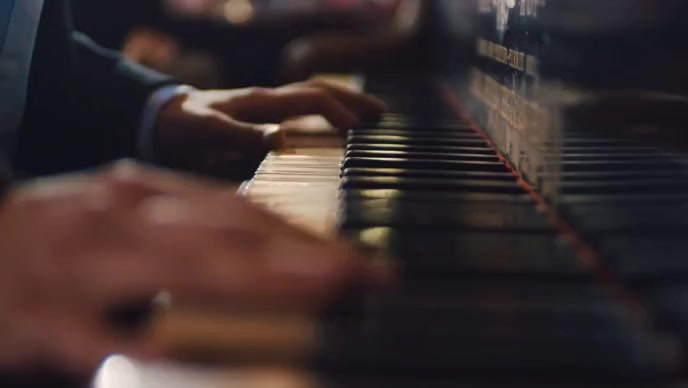 Man trying piano in the room YouTube-Miniaturansicht template
