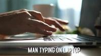 MARKETING MAN TYPING ON LAPTOP Цифровой дисплей (16 : 9) template