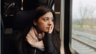 Travel girl in train YouTube-Miniaturansicht template